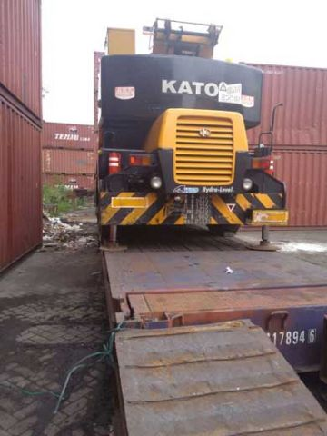 Pengambilan alat berat di depo container kalimas 55 Surabaya