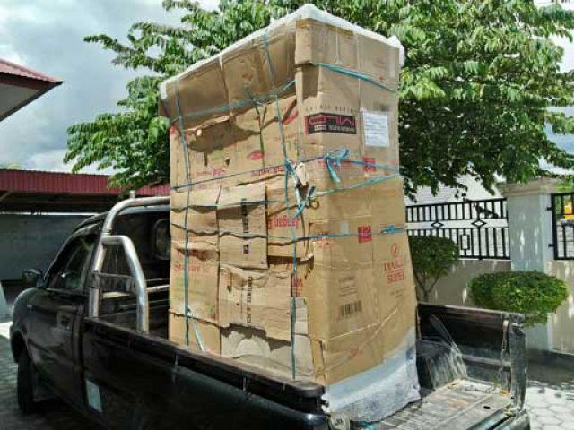 Pengambilan paket barang untuk dikirim ke pontianak tanggal 27 Maret 2018