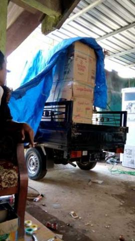 Pengambilan paket barang tujuan ke Tarakan tanggal 5 Maret 2018